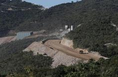 A road leading to a mine of Canadian mining giant Goldcorp is seen near the village of Carrizalillo, Mexico, November 12, 2015.    REUTERS/Henry Romero