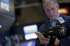 La Bourse de New York a fini en hausse mardi, portée entre autres par les valeurs de l'énergie et par Apple, mais la tendance est restée hésitante pendant la majeure partie de la séance. /Photo prise le 12 janvier 2016/REUTERS/Brendan McDermid