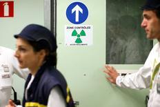 EDF et Areva se sont accordés sur une valorisation de la division réacteurs du groupe nucléaire (Areva NP) légèrement supérieure à 2,5milliards d'euros dans la perspective de sa prise de contrôle par l'électricien public, selon des sources au fait du dossier.  /Photo d'archives/REUTERS/Benoît Tessier