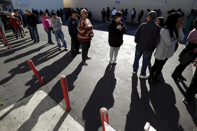 People line up to buy Powerball lottery tickets at Bluebird Liquor in Hawthorne, Los Angeles, California, United States, January 12, 2016. The Powerball Jackpot has reached a record $1.5 billion. REUTERS/Lucy Nicholson