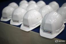 Логотип Alstom на заводе в Монтуар-де-Бретани 2 декабря 2014 года. Французский производитель поездов Alstom отчитался о значительном росте заказов в третьем квартале финансового года после сообщения об увеличении продаж на 7 процентов.  REUTERS/Stephane Mahe