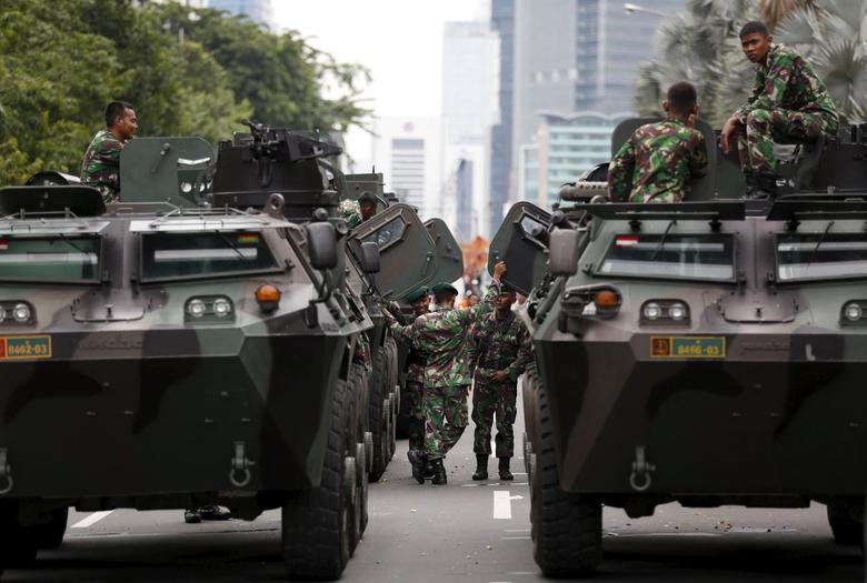 Military armoured personnel carriers are seen near the site of an attack in central Jakarta January 14, 2016.   REUTERS/Darren Whiteside