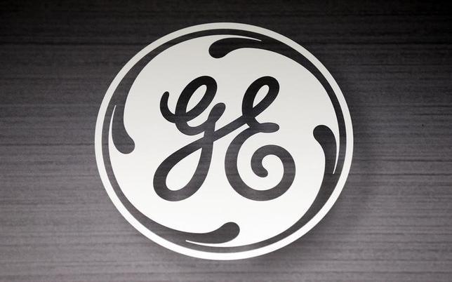 1月14日、米ゼネラル・エレクトリック(GE)は、家電事業を54億ドルで、中国の白物家電メーカー、青島海爾(ハイアール)に売却することで合意したと明らかにした。写真はGEのロゴ。イリノイ州で2014年9月撮影(2016年 ロイター/Jim Young)