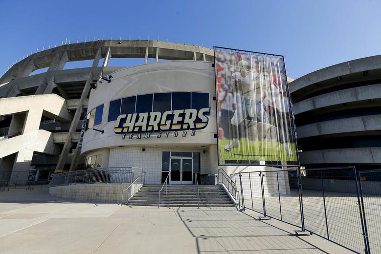 online retailer 321b8 af40a Insight - The next NFL drama: Rams and Chargers negotiate to ...