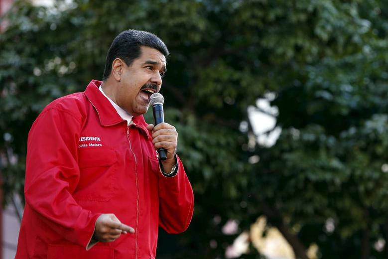 Venezuela's President Nicolas Maduro speaks during a meeting with workers of the Venezuelan state oil company PDVSA, outside Miraflores Palace in Caracas January 12, 2016.  REUTERS/Carlos Garcia Rawlins