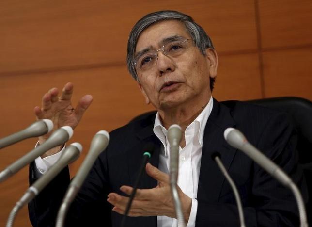 1月18日、日銀の黒田東彦総裁は参院予算委員会で、2%の物価安定目標に関し、「物価目標の実現めざし、持続に必要な時点まで緩和を継続する」との認識をあらためて示した。写真は昨年9月撮影(2016年 ロイター/Yuya Shino)