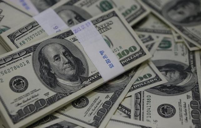1月18日、午後3時のドル/円は、前週末ニューヨーク市場午後5時時点に比べ、小幅にドル高/円安の117円前半をつけた。写真はソウルで2013年8月撮影(2016年 ロイター/Kim Hong-Ji)