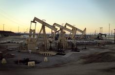 Oil rig pumpjacks, also known as thirsty birds, extract crude from the Wilmington Field oil deposits area where Tidelands Oil Production Company operates near Long Beach, California July 30, 2013.  REUTERS/David McNew