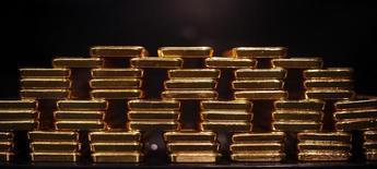 Слитки золота в хранилище компании ProAurum в Мюнхене. 6 марта 2014 года. Цены на золото растут после подъема на фондовых рынках Азии, вызванного ожиданиями новых экономических стимулов в Китае. REUTERS/Michael Dalder