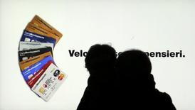 Los rendimientos de los bonos soberanos de los endeudados países del sur de la eurozona subieron con fuerza el miércoles, como consecuencia de las preocupaciones sobre el sistema bancario en Italia y Portugal, que se sumaron a las preocupaciones sobre el crecimiento global y la aversión al riesgo provocada por la caída del petróleo. Imagen de un anuncio de Monte Paschi di Siena EN Milan el 14 de enero de 2016. REUTERS/Stefano Rellandini