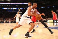 Jan 18, 2016; New York, NY, USA;  New York Knicks guard Arron Afflalo (4) drives to the basket during the game against the Philadelphia 76ers at Madison Square Garden. New York Knicks won 119-113 in double overtime. Mandatory Credit: Anthony Gruppuso-USA TODAY Sports