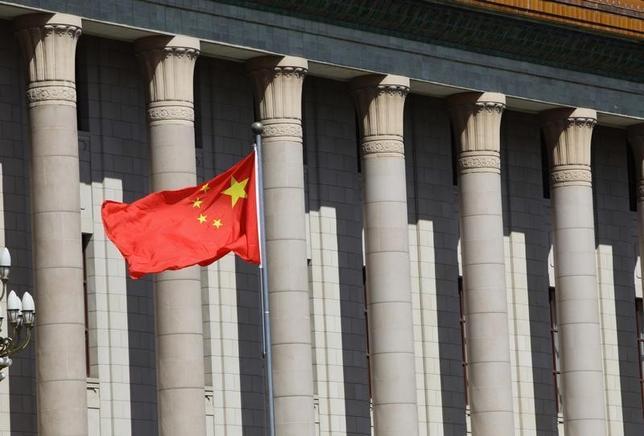 1月20日、中国共産党の中央規律検査委員会が、大学の授業中に政策批判などの「不適切な」発言が行われていないかを監視するため、調査官を大学に派遣したことがわかった。写真は北京で2013年7月撮影(2016年 ロイター/Jason Lee)