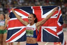 Jessica Ennis-Hill posa com a bandeira britânica após vencer a prova do heptatlo no Mundial de Atletismo em Pequim. 23/02/2015 REUTERS/Kirby Lee-USA TODAY Sports