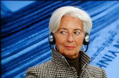 La directrice générale du Fonds monétaire international (FMI) Christine Lagarde, dont le mandat expire le 5 juillet prochain, a annoncé vendredi sa candidature à un nouveau mandat à la tête de l'institution financière internationale. /Photo prise le 21 janvier 2016/REUTERS/Ruben Sprich