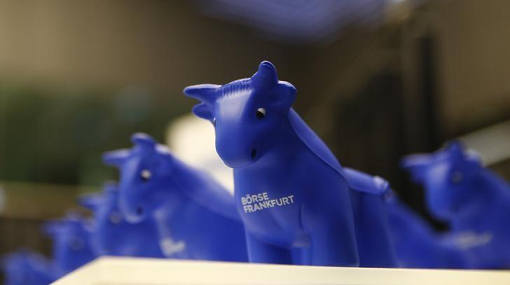 Styrofoam bull figures stand on a counter on the trading floor at the stock exchange in Frankfurt, Germany January 7, 2016.  REUTERS/Kai Pfaffenbach