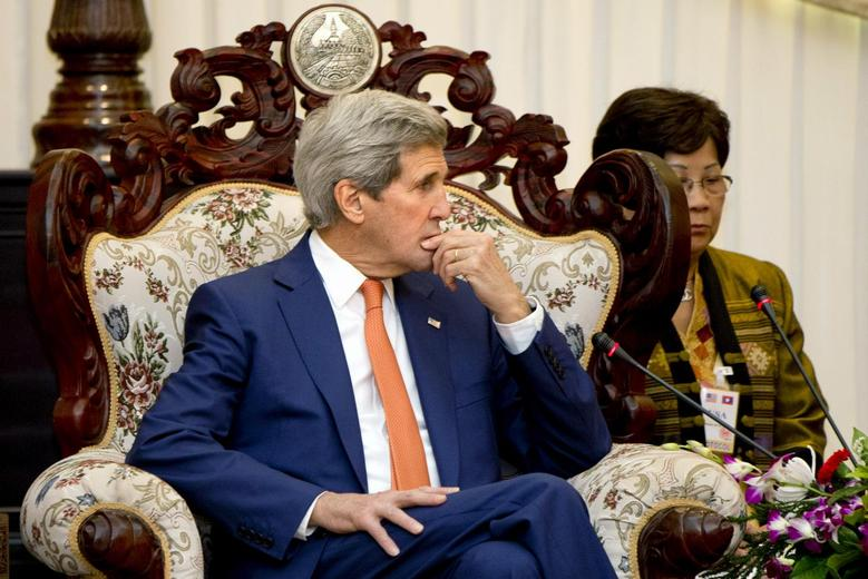 U.S. Secretary of State John Kerry meets with Lao Prime Minister Thongsing Thammavong  (unseen) at the Prime Minister's Office in Vientiane, Laos, January 25, 2016. REUTERS/Jacquelyn Martin/Pool
