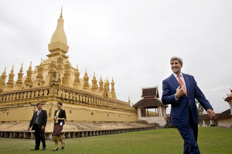 U.S. Secretary of State John Kerry tours the That Luang Stupa or ''Pha That Luang,'' with Phouvieng Phothisane, Acting Director of the Vientiane Museums, and Tata Keovilay, with the U.S. Embassy, in Vientiane, Laos, Monday, Jan. 25, 2016. REUTERS/Jacquelyn Martin/Pool