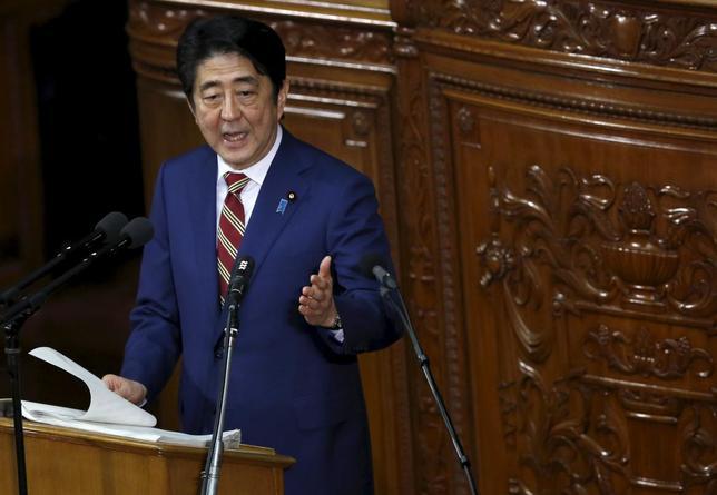1月25日、安倍晋三首相(写真)は産業競争力会議で、アベノミクス第2ステージで掲げたGDP600兆円の実現に向け、「成長戦略をさらに進化させる」方針を明確にした。国会で22日撮影(2016年 ロイター/Toru Hanai)