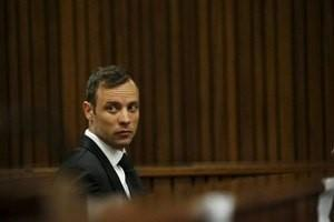 Oscar Pistorius sits in the dock at the North Gauteng High Court in Pretoria, South Africa for a bail hearing, December 8, 2015. REUTERS/Siphiwe Sibeko