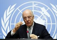 """Спецпредставитель генерального секретаря ООН по Сирии Стаффан де Мистура на пресс-конференции в Женеве. 25 января 2016 года. Переговоры о завершении сирийского конфликта, как ожидается, начнутся в пятницу и продолжатся в течение шести месяцев, хотя приглашения все еще не разосланы из-за """"сильных противоречий"""", сказал спецпредставитель генерального секретаря ООН Стаффан де Мистура во время пресс-конференции в понедельник. REUTERS/Denis Balibouse"""