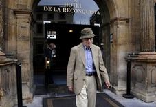 Director Woody Allen leaves Hotel de la Reconquista in Oviedo, northern Spain, July 1, 2015.  REUTERS/Eloy Alonso