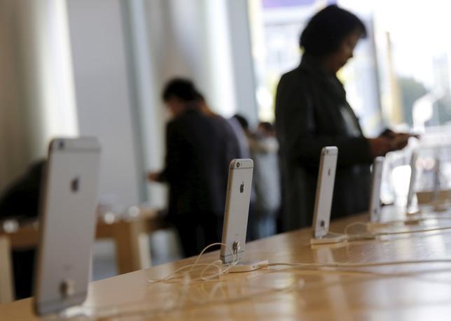 1月26日、米アップルがニュースアプリを通じ有料コンテンツの配信を計画していることが分かった。北京で昨年11月撮影(2016年 ロイター/KIM KYUNG-HOON)