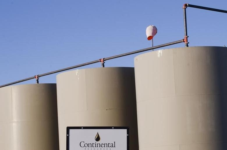 Storage tanks stand on a Continental Resources oil production site near Williston, North Dakota January 23, 2015.  REUTERS/Andrew Cullen