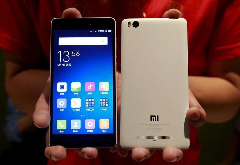 Xiaomi's smartphone Mi 4i are displayed in Taipei, Taiwan, May 7, 2015. REUTERS/Pichi Chuang
