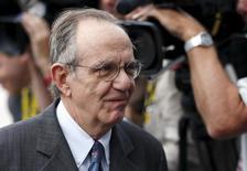Il ministro dell'Economia Pier Carlo Padoan, a Bruxelles per un Ecofin.   REUTERS/Francois Lenoir