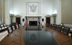 The conference table of the Federal Reserve Board of Governor is seen at Federal Reserve Board headquarters at the Federal Reserve Board in Washington, February 3, 2014.  REUTERS/Jim Bourg
