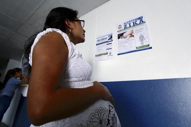 1月29日、米疾病対策センターは、米州で拡大している感染症のジカ熱に対し、「完全流行体制」に移行したと明らかにした。写真はグアテマラで28日撮影(2016年 ロイター/Josue Decavele)