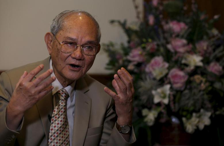 Meechai Ruchupan, 77, head of Thailand's Constitution Drafting Committee, gestures during an interview with Reuters at the parliament in Bangkok, Thailand, January 20, 2016. REUTERS/Chaiwat Subprasom