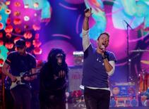 Coldplay durante apresentação em Los Angeles.    22/11/2015    REUTERS/Mario Anzuoni