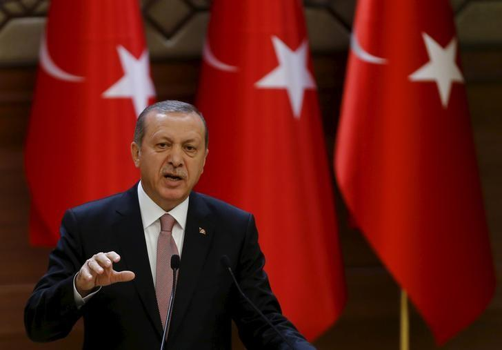 Turkish President Tayyip Erdogan makes a speech during his meeting with mukhtars at the Presidential Palace in Ankara, Turkey, November 26, 2015.  REUTERS/Umit Bektas
