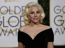 Lady Gaga chega ao Globo de Ouro em Beverly Hills. 10/1/2016.  REUTERS/Mario Anzuoni