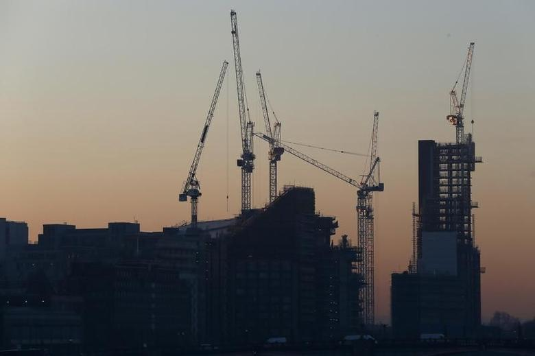 Cranes are seen during sunrise in central London, Britain January 20, 2016. REUTERS/Stefan Wermuth
