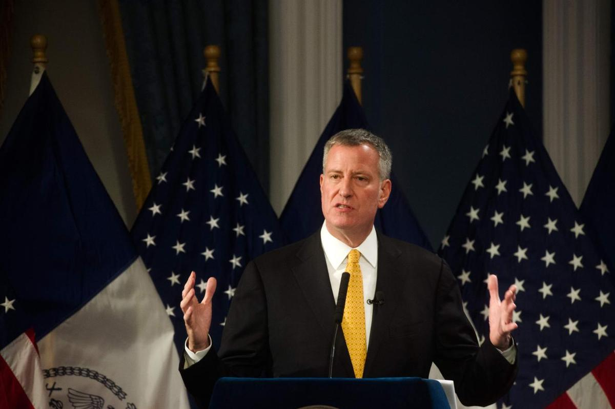 New York mayor to back $2.5 billion light rail in key speech