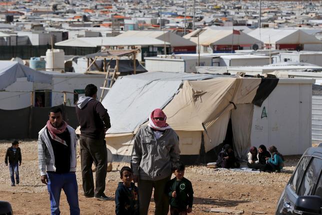 2月4日、シリアに対する人道支援を協議するための国際会合が英ロンドンで開催され、参加国は、2020年までに総額110億ドルを拠出すると表明した。写真はヨルダンのマフラクで1日撮影(2016年 ロイター/Muhammad Hamed)