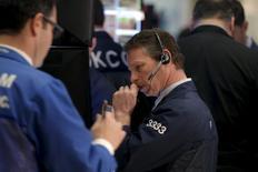 La Bourse de New York a terminé en nette baisse lundi, plombée par le nouveau recul des cours pétroliers et par des valeurs high tech et financières pénalisées par le pessimisme ambiant.. /Photo prise le 8 février 2016/REUTERS/Brendan McDermid