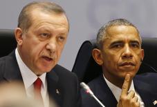 """Президенты США и Турции Барак Обама и Реджеп Тайип Эрдоган на сессии саммита G20 в Анталье. 15 ноября 2015 года. Турция вызвала американского посла после слов представителя Госдепартамента США о том, что США не считают партию сирийских курдов """"Демократический союз"""" (PYD) террористической организацией, сказал чиновник турецкого МИДа. REUTERS/Murad Sezer"""