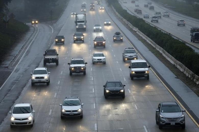 Traffic moves through the rain along interstate 5 in Encinitas, California in this December 3, 2014 file photo.  REUTERS/Mike Blake