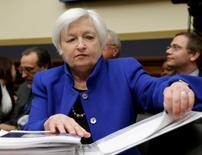 Chair do Federal Reserve, Janet Yellen, em comissão do Congresso dos EUA, em Washington. 10/02/2016 REUTERS/Gary Cameron