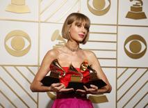 Taylor Swift é premiada no Grammy em Los Angeles. 15/2/2016.  REUTERS/Lucy Nicholson