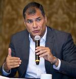 """El presidente de Ecuador, Rafael Correa, en una ceremonia en el palacio de Gobierno en Quito. El presidente de Ecuador, Rafael Correa, dijo el martes que """"prácticamente"""" existe un consenso entre los miembros de la Organización de Países Exportadores de Petróleo (OPEP) para aceptar el acuerdo entre Rusia y Arabia Saudita para congelar el bombeo de crudo y apuntalar los precios del hidrocarburo. REUTERS/Guillermo Granja"""