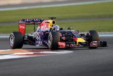 Red Bull Formula One Driver Daniel Ricciardo of Australia drives during the qualifying session of Abu Dhabi F1 Grand Prix at the Yas Marina circuit in Abu Dhabi, November 28, 2015. REUTERS/Ahmed Jadallah