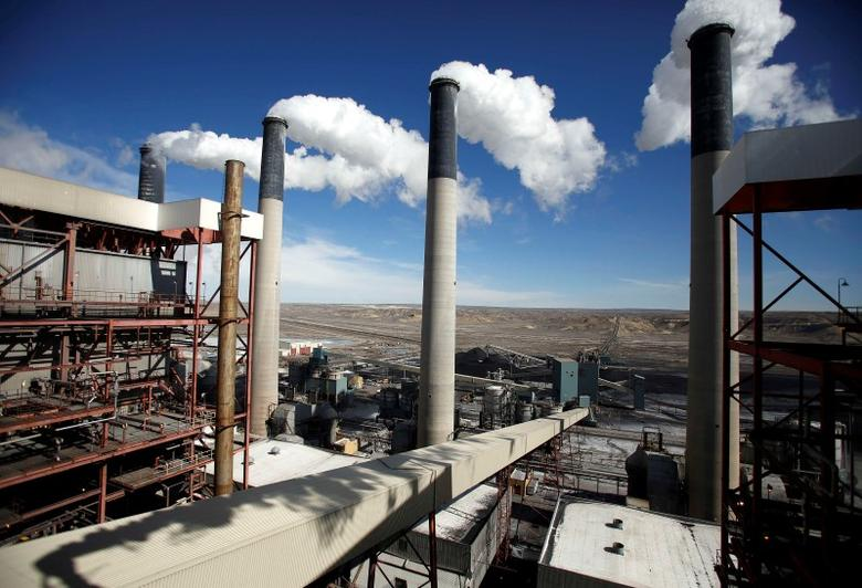 Steam rises from the stakes of the coal-fired Jim Bridger Power Plant outside Point of the Rocks, Wyoming, in this file photo taken March 14, 2014.  REUTERS/Jim Urquhart/Files