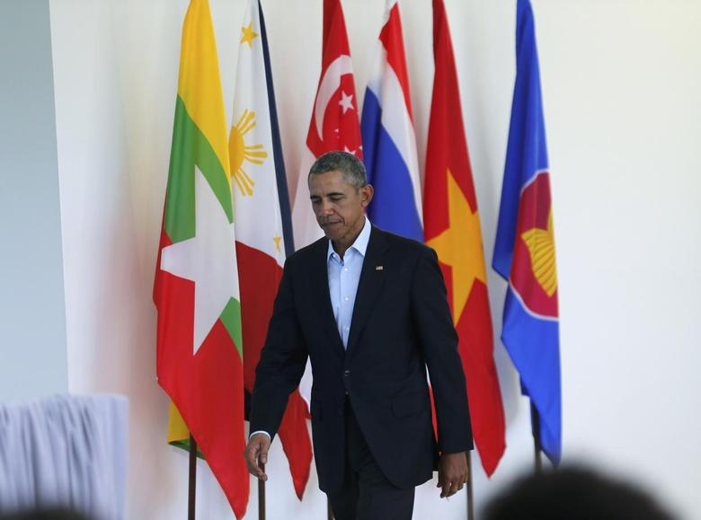 U.S. President Barack Obama arrives for a news conference at the close of the Association of Southeast Asian Nations (ASEAN) summit at Sunnylands in Rancho Mirage, California February 16, 2016.  REUTERS/Kevin Lamarque