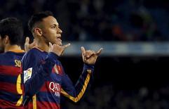 Neymar comemora gol do Barcelona contra Celta Vigo.  14/2/16.  REUTERS/Albert Gea