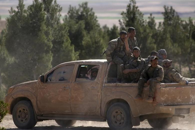 Democratic Forces of Syria fighters ride a pick-up truck near al-Shadadi town, Hasaka countryside Syria February 18, 2016. REUTERS/Rodi Said