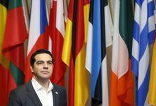 Los prestamistas europeos de Grecia han estado trabajando en un plan para ofrecer al país un alivio gradual de su deuda a condición de que adopte reformas adicionales para el 2022, informó el sábado el semanario Agora. En la imagen, En la imagen, el presidente de Gobierno griego, Alexis Tsipras, en una visita para reunirse con los líderes europeos en Bruselas, el 18 de diciembre de 2015. REUTERS/Francois Lenoir